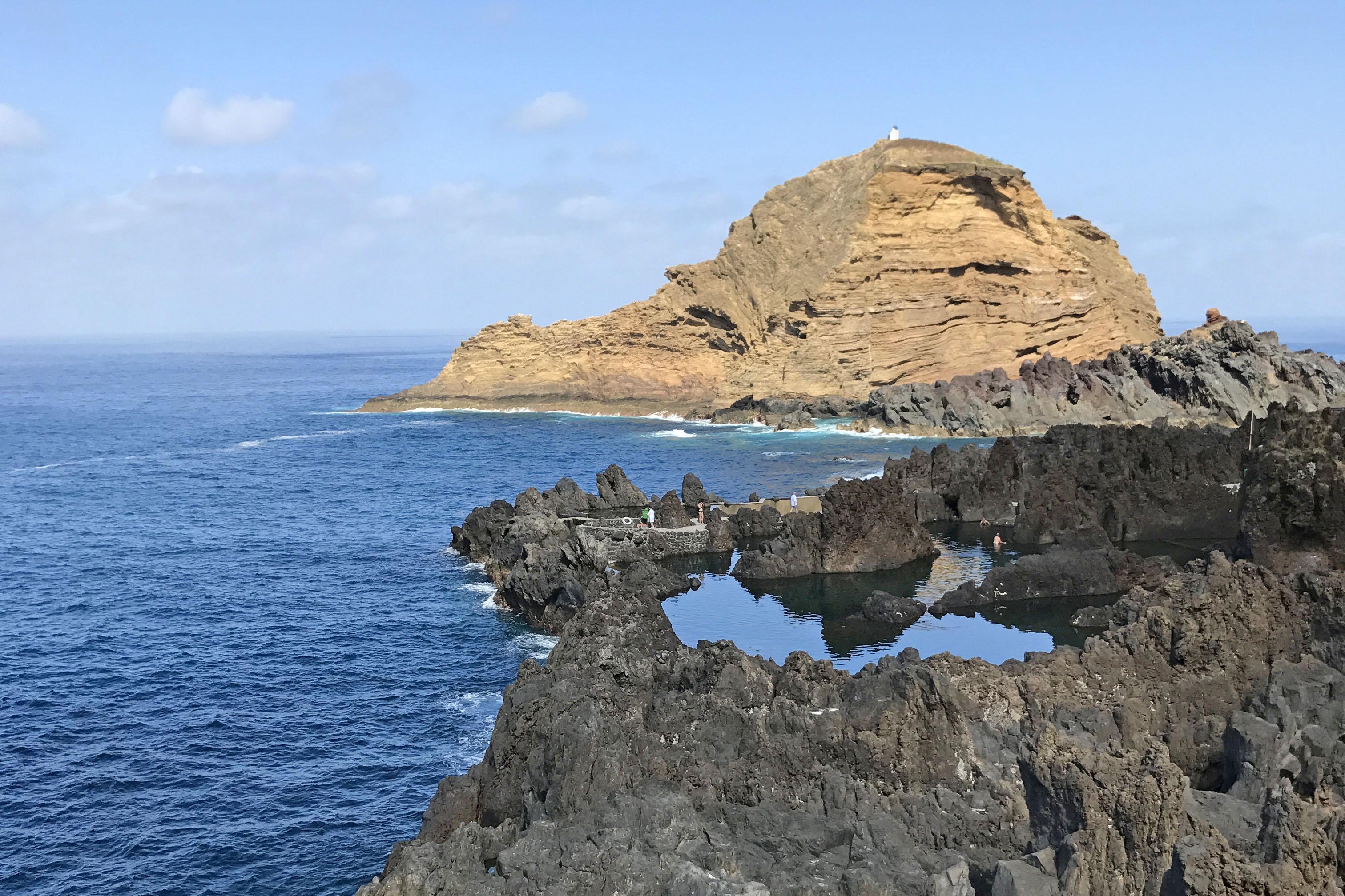Vulcanic eternity pool Madeira